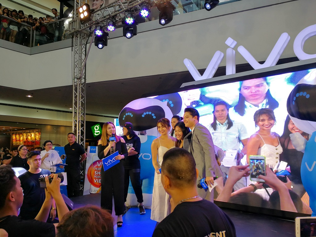 KathNiel Invades Mall of Asia for the Vivo V9 Launch