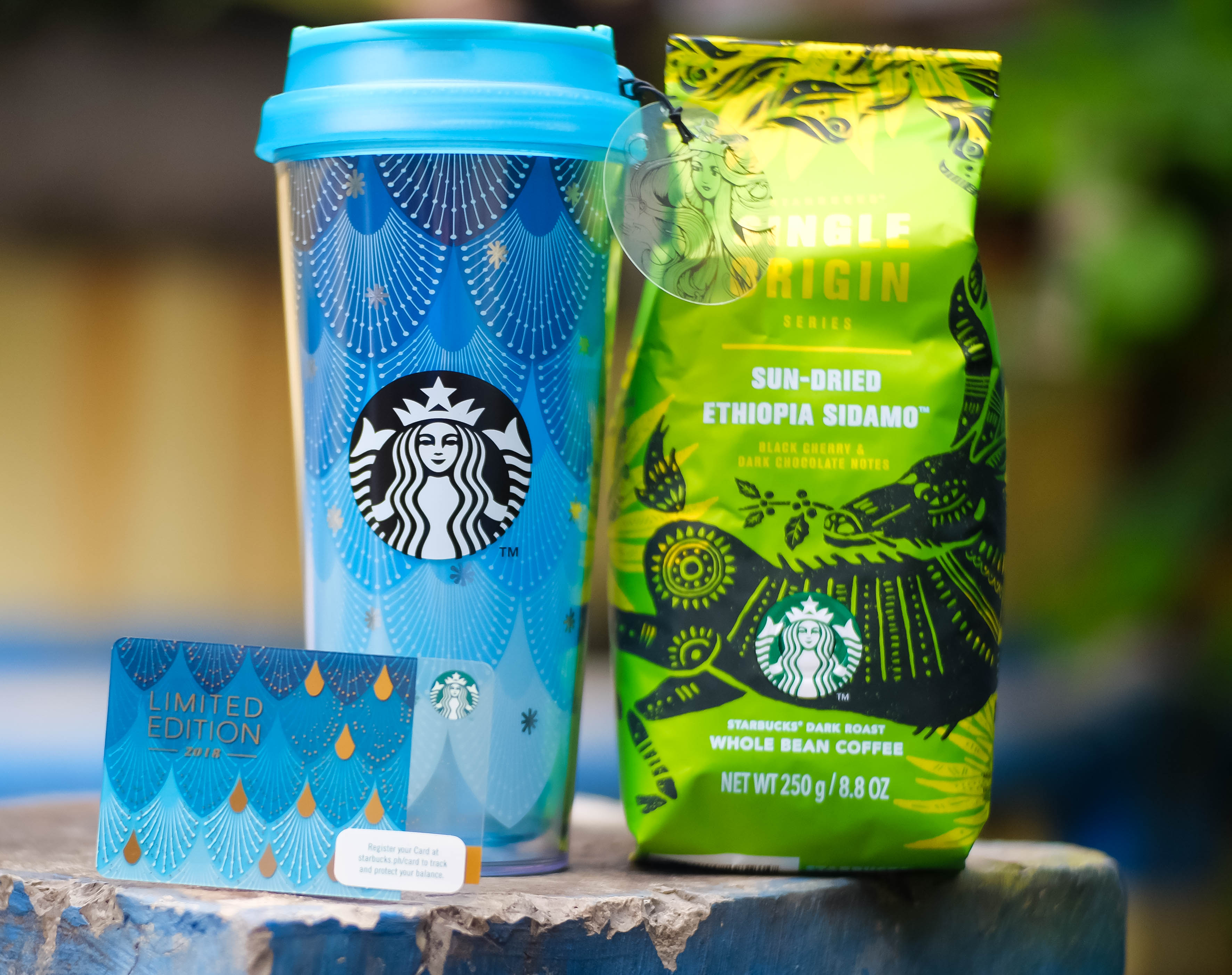 Starbucks Releases Celestial Siren Themed anniversary Collection