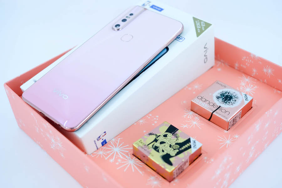 Vivo Pairs Limited-Edition V15 Blossom Pink with Benefit Cosmetics
