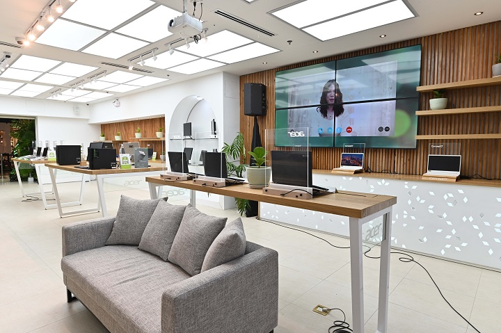 Acer Philippines Opens First Flagship Store at SM Megamall