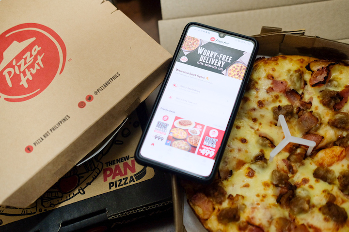 The PHApp Your Way Into Your Cravings with the Pizza Hut App